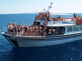 Live it up on party boat!